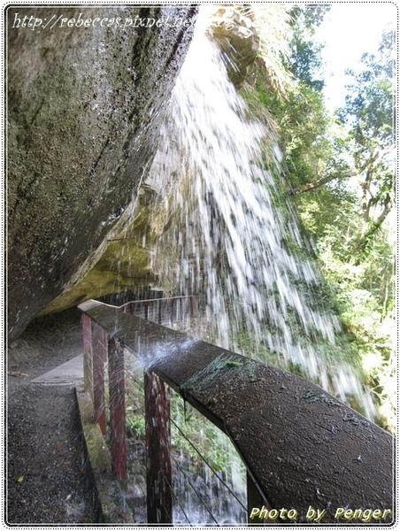 222_0115水濂洞的水瀑位於龍宮瀑布下方,全年山泉串流由岩壁上流下來,在岩壁內凹處,形成一道水幕.JPG