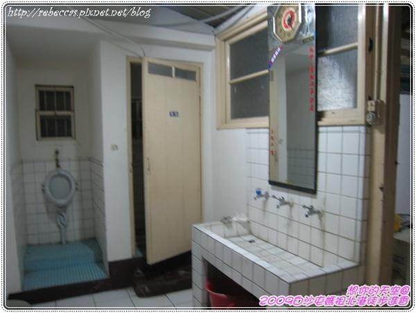 327_016一層樓才這一間廁所會急死人吧.JPG
