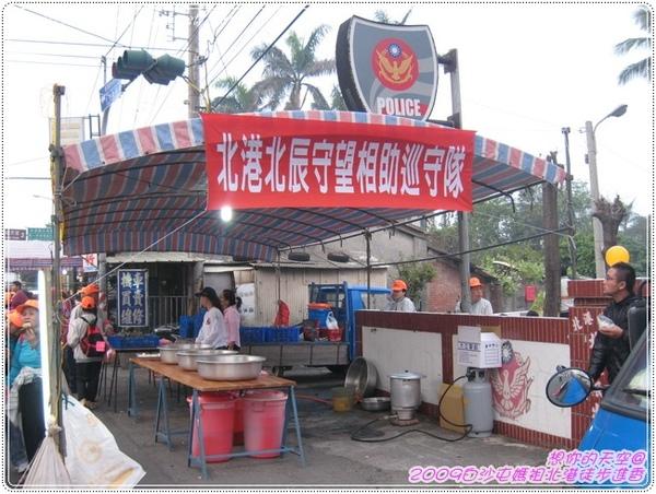 328_007巡守隊也準備好餐點供香客享用.JPG