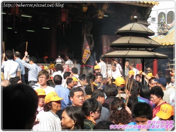 328_093媽祖入廟駐駕後香客參拜的盛況.JPG