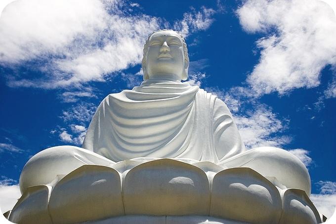 1280px-Buddha_statue,_Nha_Trang