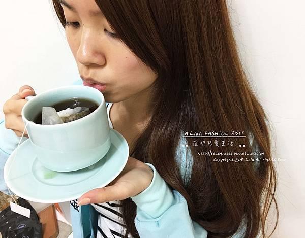 瞬間覺得所有煩惱和壓力都消失了一樣,就這樣很單純的沉浸在手中的茶品中