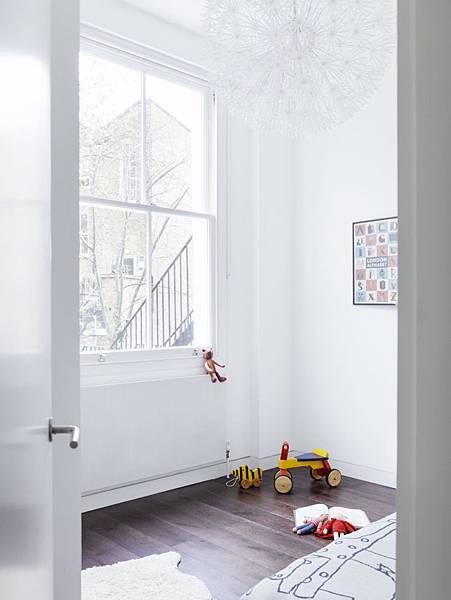 Larissa-Johnston-Architects-Islington-maisonette-airy-white-kids-room-London-12-733x977.jpg