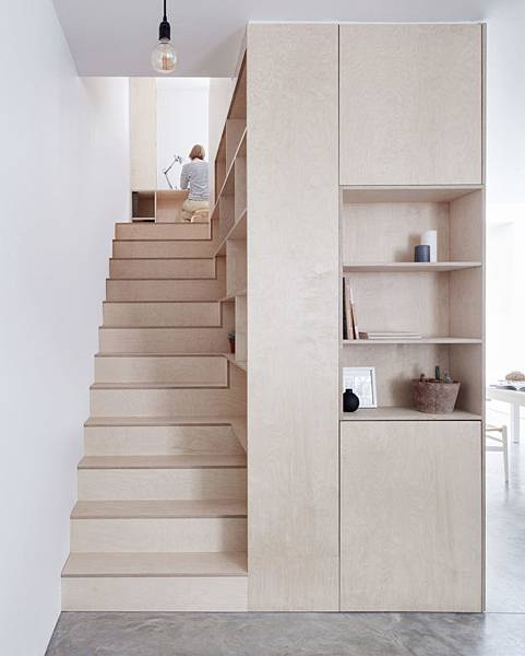 Larissa-Johnston-Architects-Islington-maisonette-birch-plywood-stairs-London-7-733x916.jpg