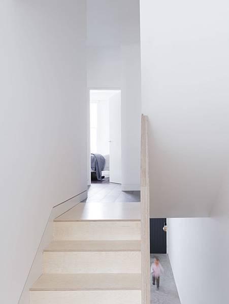 Larissa-Johnston-Architects-Islington-maisonette-birch-plywood-stairs-London-9-733x977.jpg