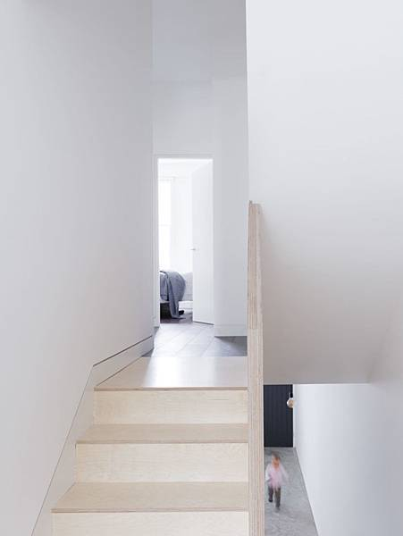 Larissa-Johnston-Architects-Islington-maisonette-birch-plywood-stairs-London-9-733x977.jpg