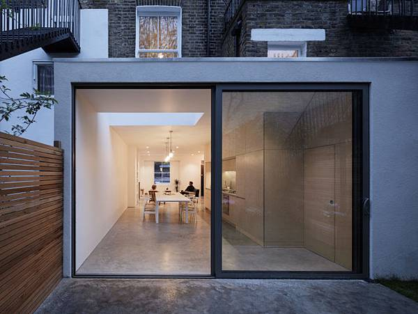 Larissa-Johnston-Architects-Islington-maisonette-kitchen-addition-sliding-glass-doors-London-6-733x550.jpg