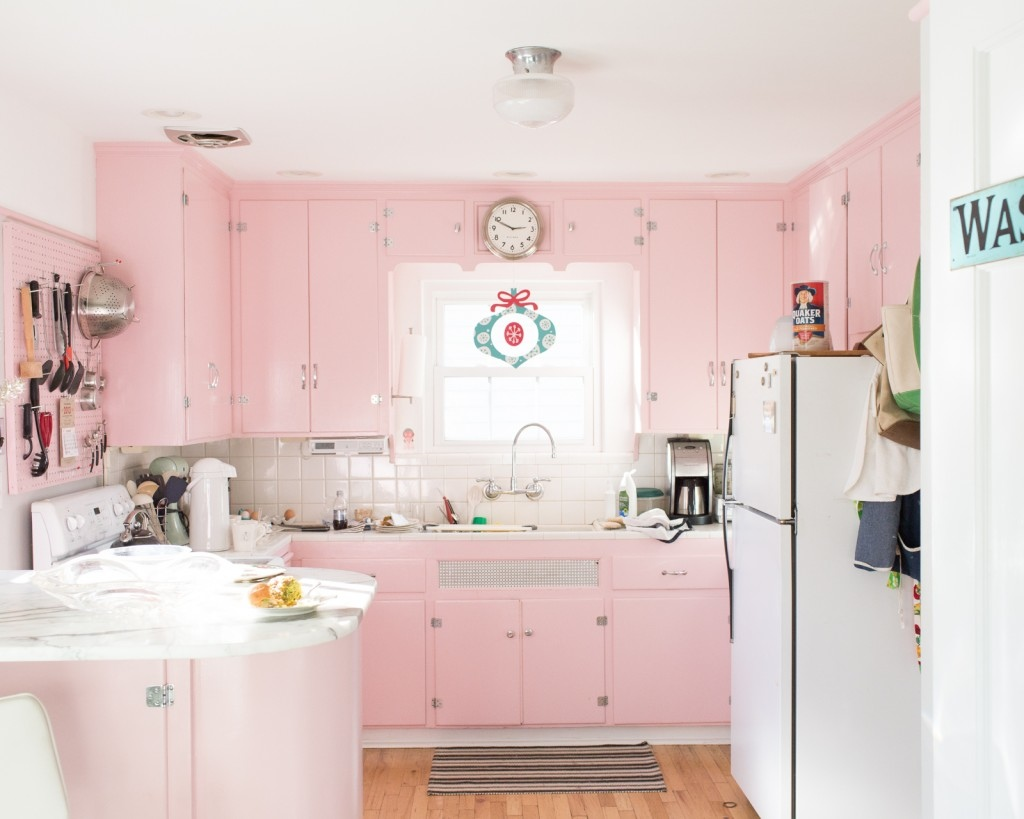1950s-inspired-pink-kitchen-with-a-warm-and-unique-look.jpeg