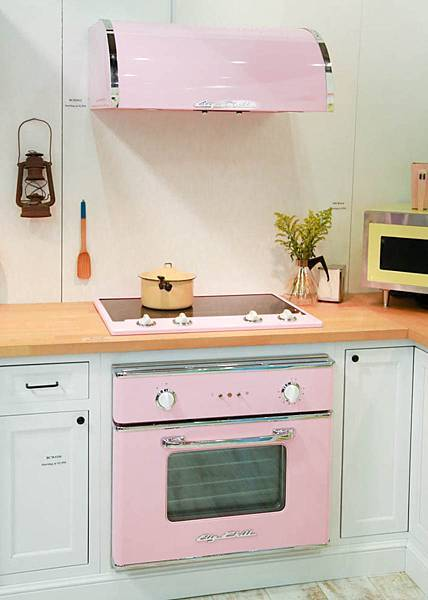 Sweet-pink-retro-stove.jpeg