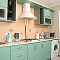 Breezy-retro-kitchen-in-a-subtle-shade-of-mint-.jpeg