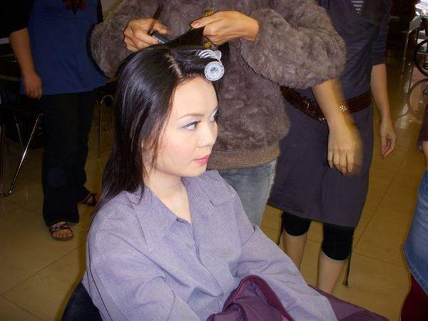 化完粧 ~正在做頭髮囉
