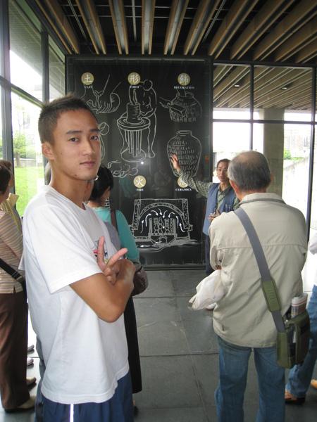 在陶瓷博物館 跟一位老師學習