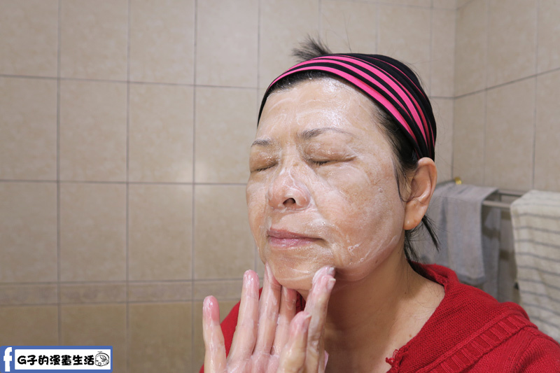 乳油木沐浴皂拿來洗臉也沒問題,有請乾性皮膚的老媽來洗洗看