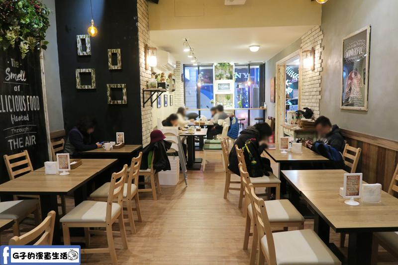 蘑菇森林餐廳往內走環境