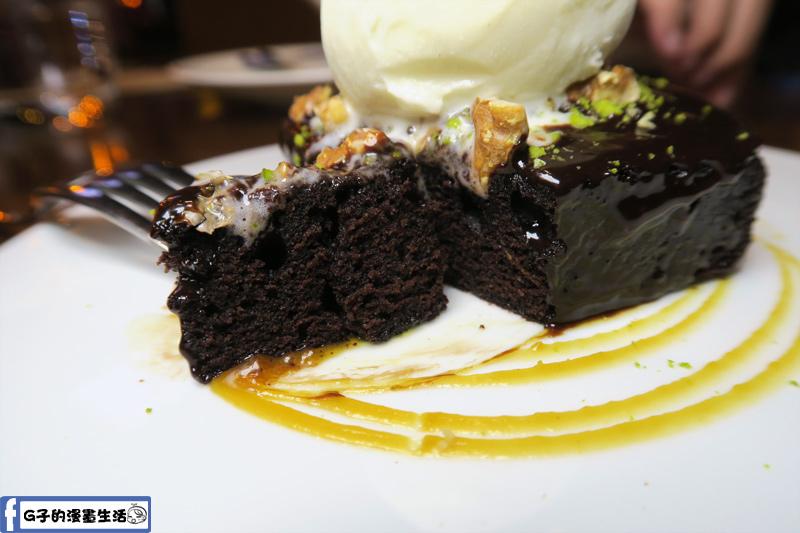 意舍酒店-Buttermilk摩登美式餐廳 溫熱巧克力黑磚蛋糕