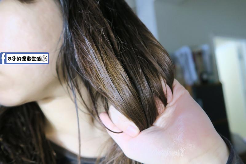 Is Lounge 嗜香氛洗髮精-月見草御用亮澤髮油抹在髮中到髮尾