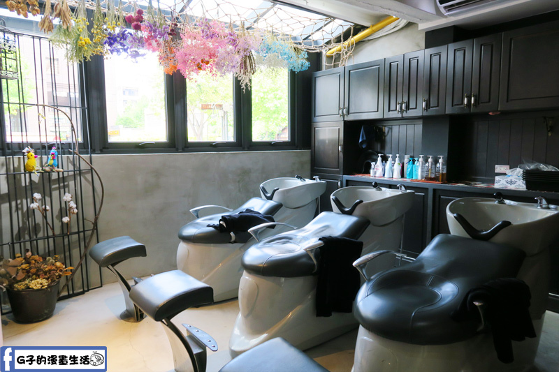 中山站一間髮藝-洗髮區還有乾燥花布置
