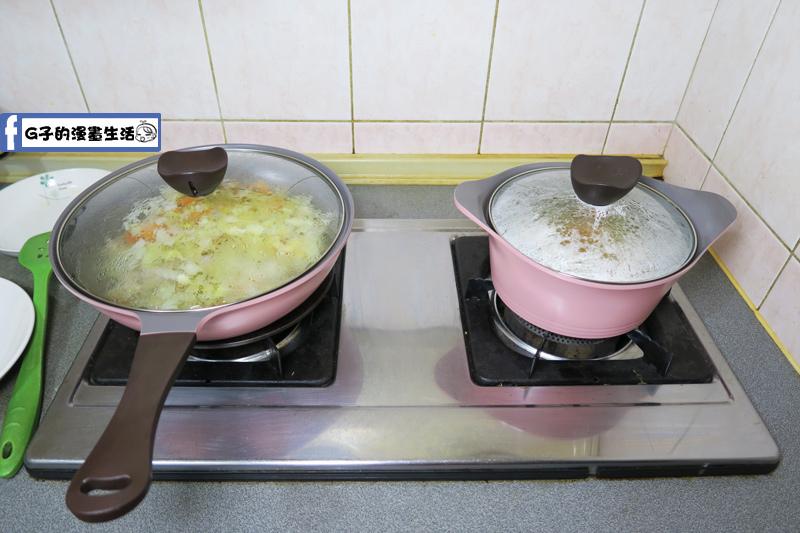 兩鍋同時煮咖哩跟湯 省時省力