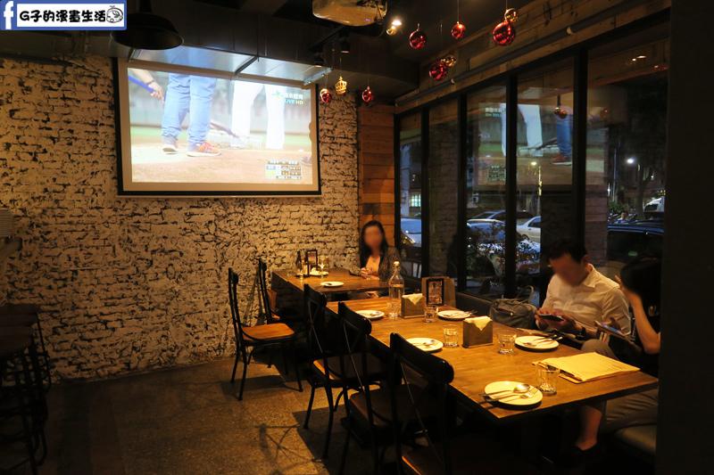 Waiting Bistro餐酒館 有大電視適合觀看體育賽事