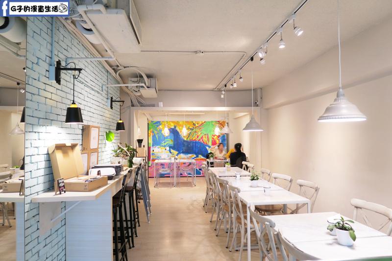 F&F 仁愛•輕概念食飲餐廳 每個座位都有插座