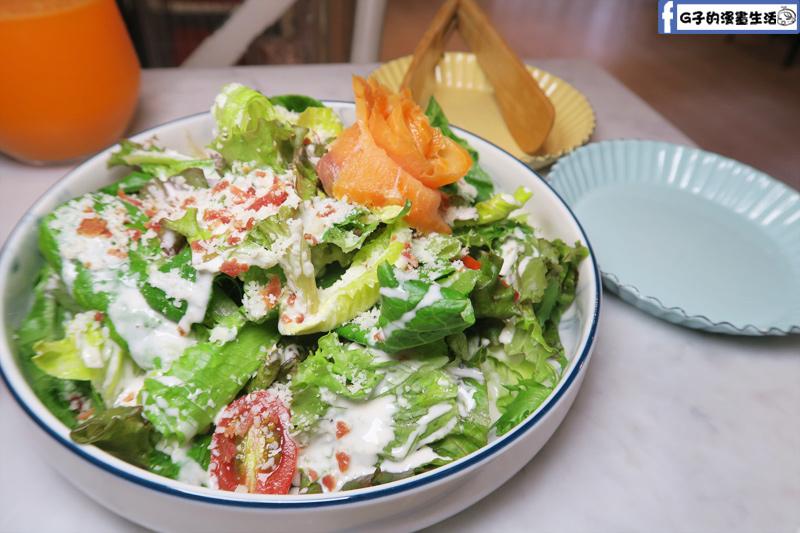 F&F 仁愛•輕概念食飲 餐廳 凱薩沙拉 +煙燻鮭魚