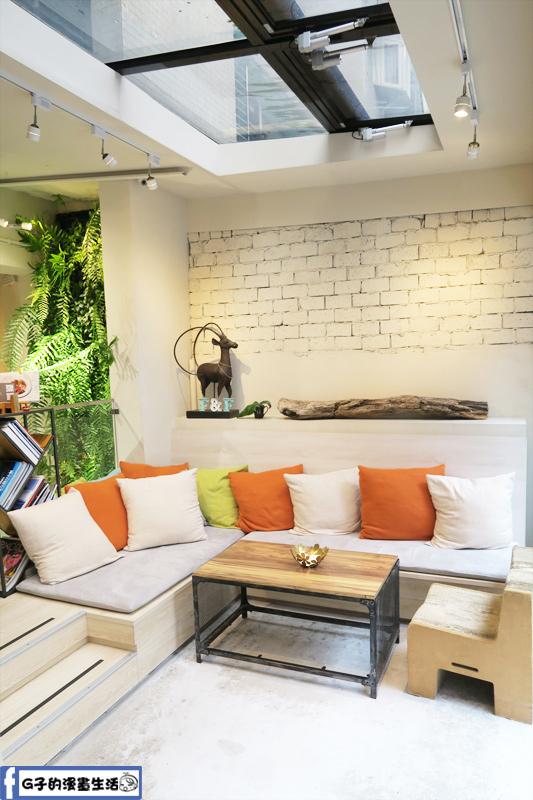 F&F 仁愛•輕概念食飲餐廳 多人沙發區有自然光