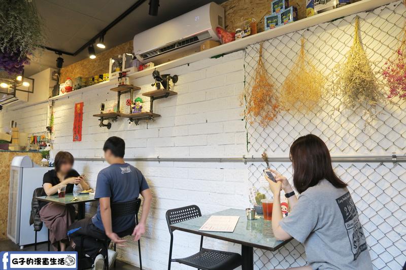 3PM熱壓吐司專賣 店內用餐環境有冷氣
