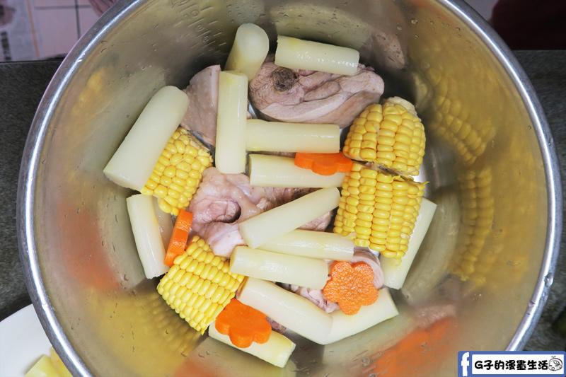 宸鳴白蘆筍煮白蘆筍玉米雞湯