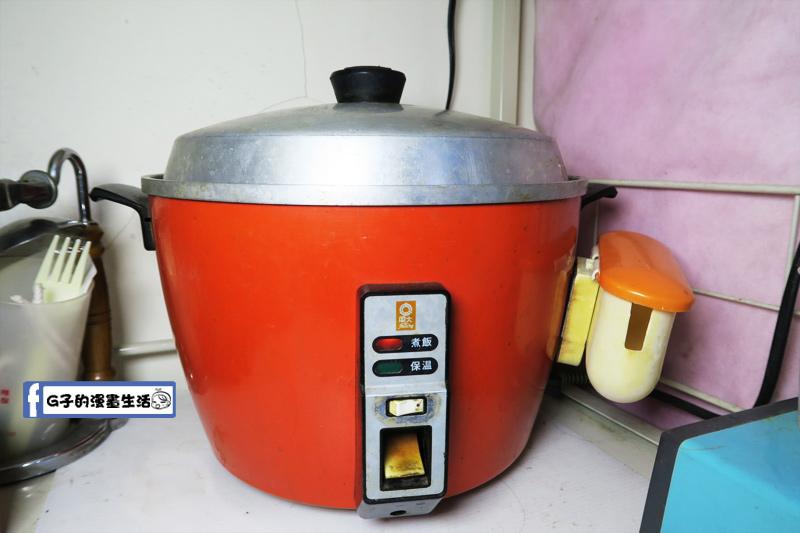 白蘆筍玉米雞湯用電鍋煮