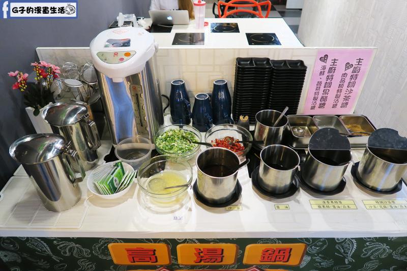 永和火鍋-高湯鍋 很多特調醬料.有熱水和茶包