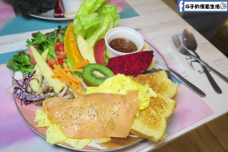 北車Japjapbikini CAFE BAR早午餐奶油蛋燻鮭魚