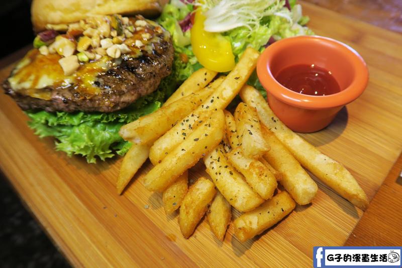 堅果焦糖牛肉漢堡 B超值套餐 脆薯