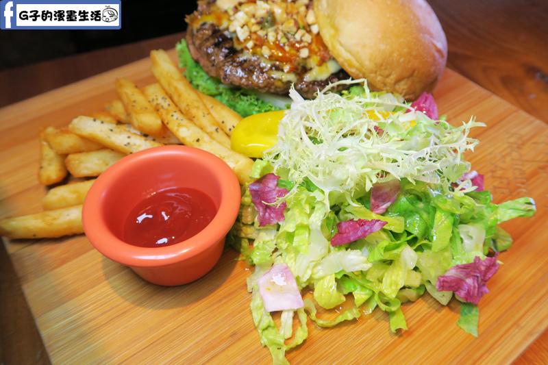 堅果焦糖牛肉漢堡 B超值套餐 柚醬沙拉