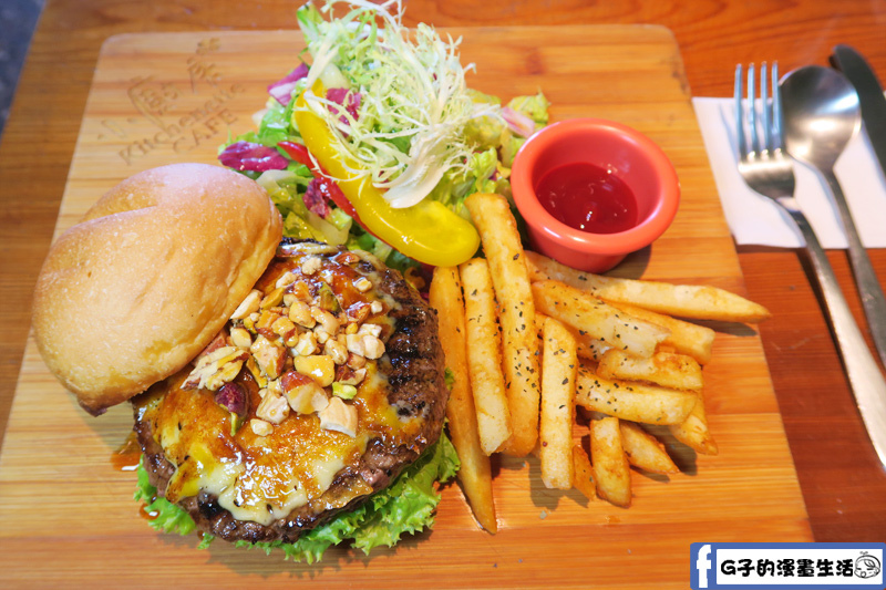 堅果焦糖牛肉漢堡 B超值套餐 小廚房 kitchenette CAFE