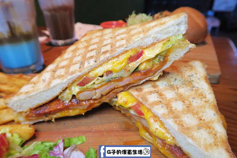 帕里尼壓餅-辣味醃製雞腿 小廚房 kitchenette CAFE