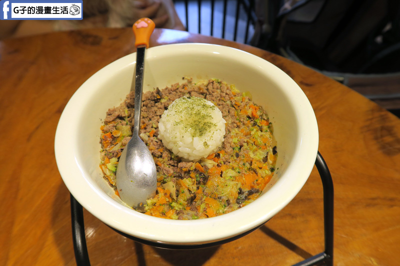 中和寵物餐廳-Dog Boss寵物友善餐廳,寵物鮮食 鮮蔬牛肉飯