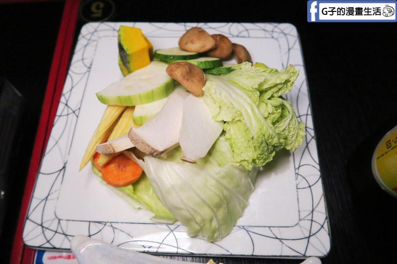 皇上吉饗極品唐風燒肉 東區燒烤吃到飽 皇帝鍋 什錦蔬菜盤