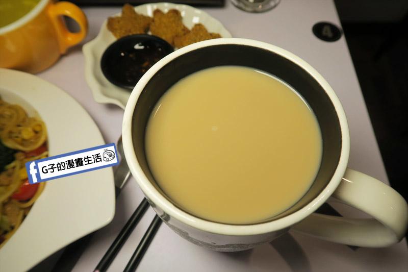 中永和/早午餐餐廳-小狐狸中西式料理.榛果厚鮮奶茶