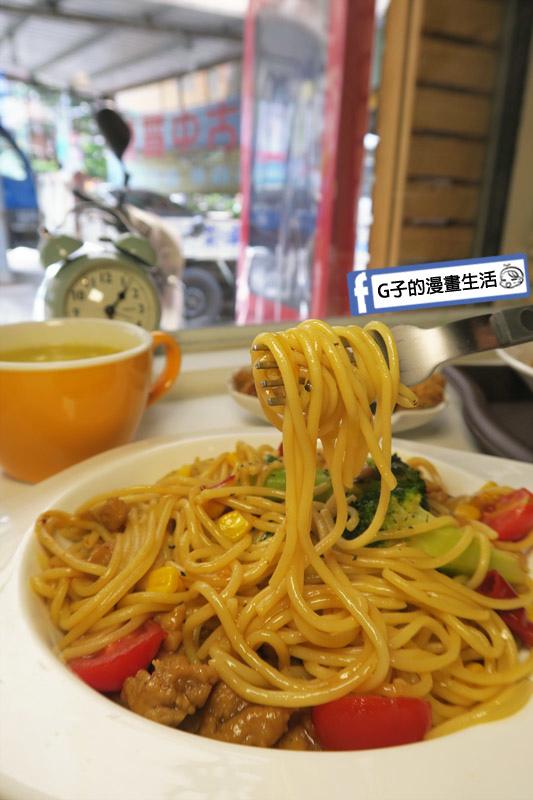 中永和/早午餐-小狐狸中西式料理.宮保雞丁義大利麵