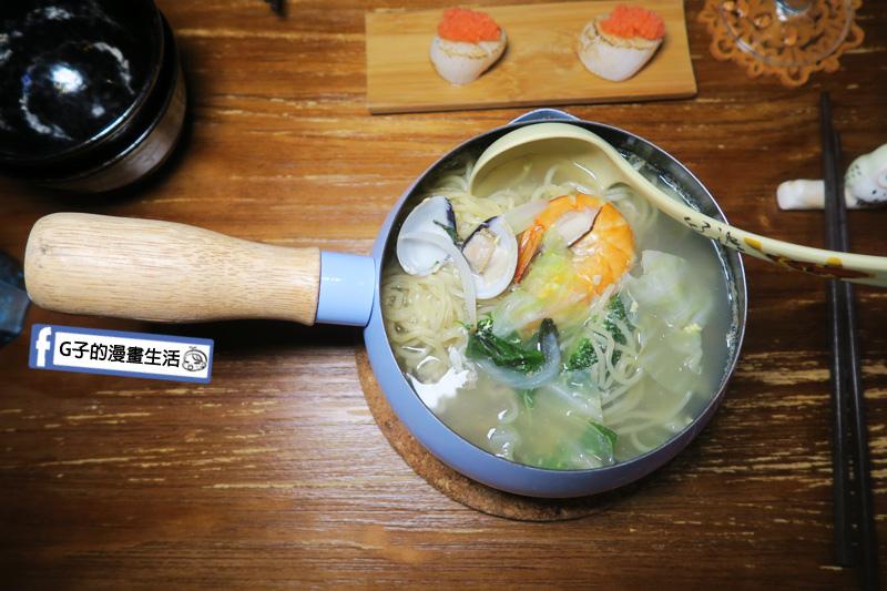 新莊忘憂吧居酒屋.麵食.海鮮讚岐拉麵海鮮料超多 蝦子 蛤蠣