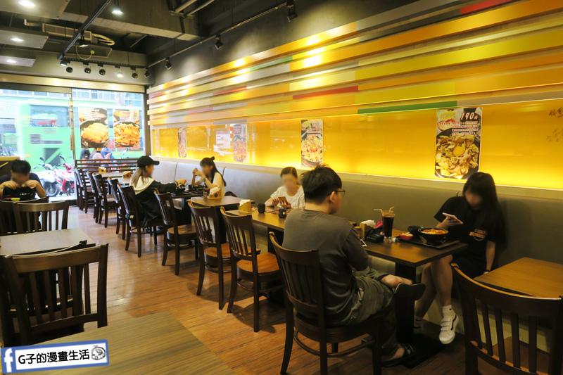 新丼 丼飯專賣店.店內環境簡單 冷氣很涼快