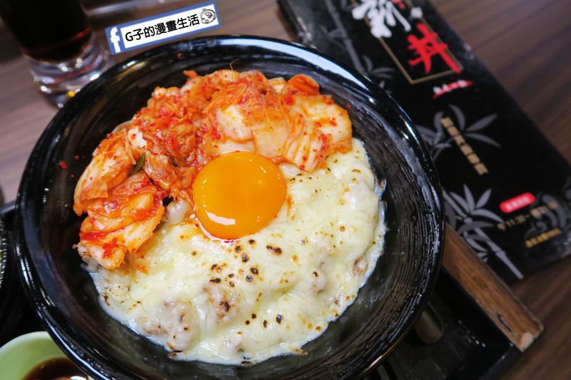 新丼 丼飯專賣店.韓美新丼 泡菜+起司+牛肉+有機蛋 生雞蛋
