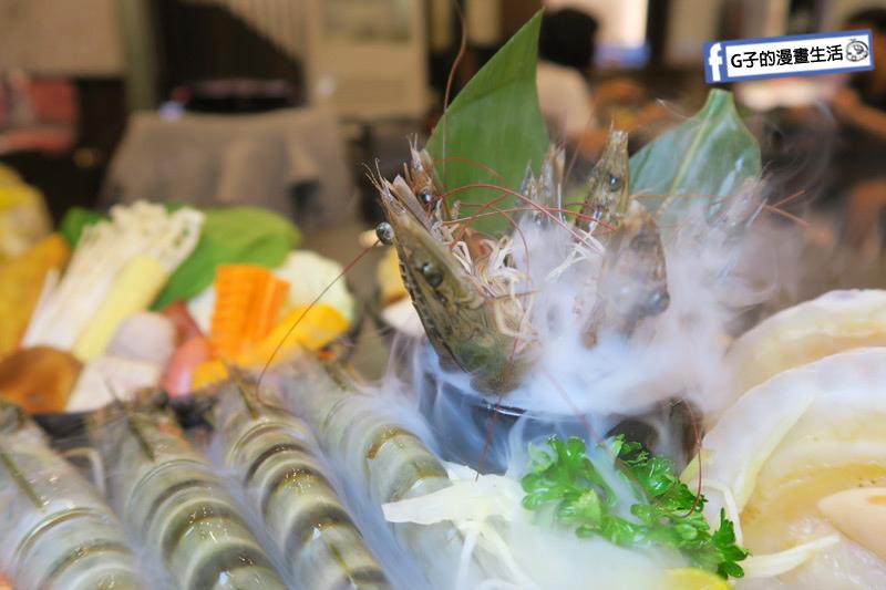 蘆洲火鍋 極禾優質鍋物蘆洲店 超值海陸雙人餐 活白蝦