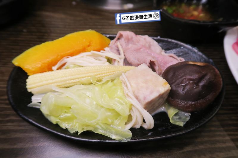 蘆洲火鍋 極禾優質鍋物蘆洲店 蔬菜芋頭南瓜很甜