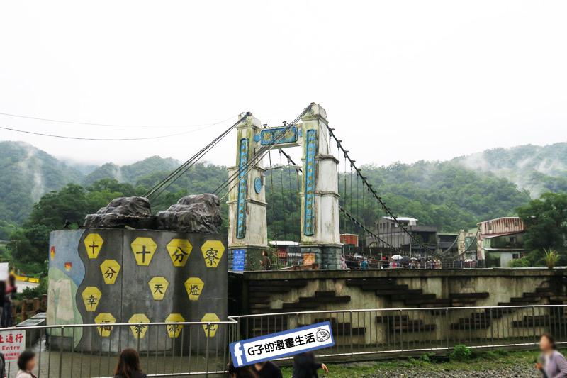 G子X哈旅行 台北包車一日遊.十分老街火車鐵軌 平溪放天燈.靜安吊橋