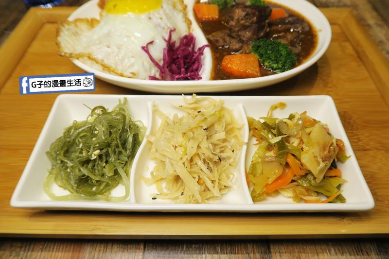 南京三民早午餐-紅酒燉牛肉飯 附三樣小菜