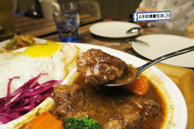 南京三民早午餐-紅酒燉牛肉飯 牛肉軟嫩
