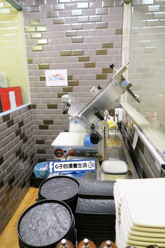 士林火鍋-牛棒碗安 GOBO 精緻鍋物.切肉雞很乾淨,透明化都看的到