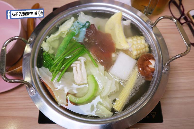 士林火鍋-牛棒碗安 GOBO 精緻鍋物-自熬雞湯底.膠原凍