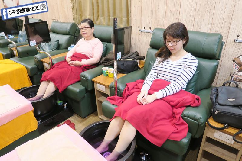 西門按摩-足強足體養生館帶媽媽來按摩 全身按摩 腳底按摩